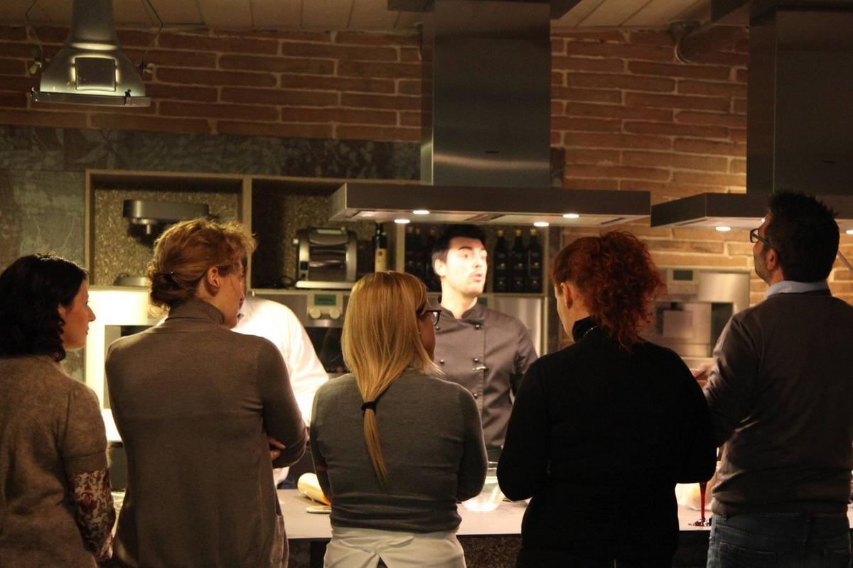 Officina scuola cucina mangi studi e impari giornale - Corsi cucina brescia ...