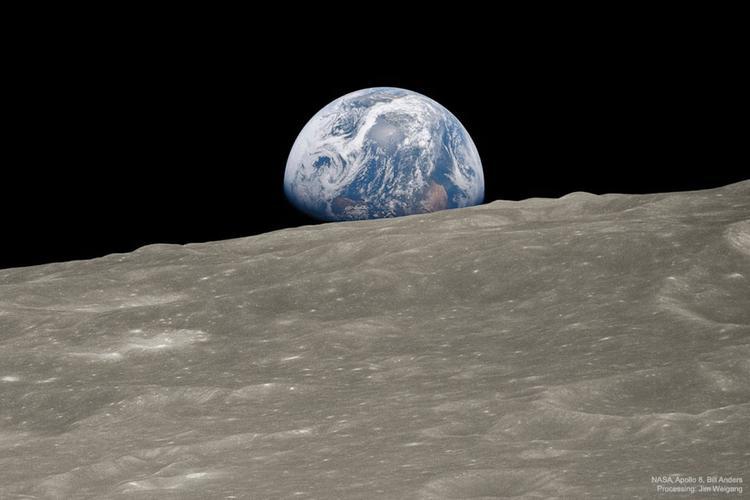 Grandi conquiste dello spazio - Pagina 2 Apollo-8-Bill-Anders-l-immagine-e-stata-riprocessata-a-colori-da-Jim-Weigang