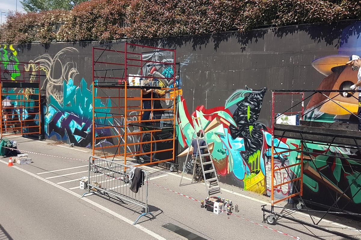 Bombolette Spray Per Murales.Castegnato Da Tutta Italia Con Le Bombolette Spray