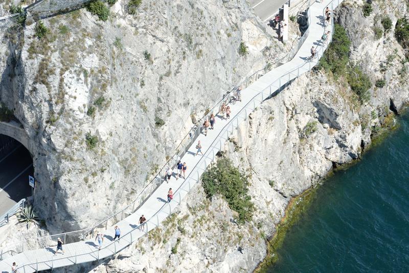 La ciclopedonale di Limone - © www.giornaledibrescia.it