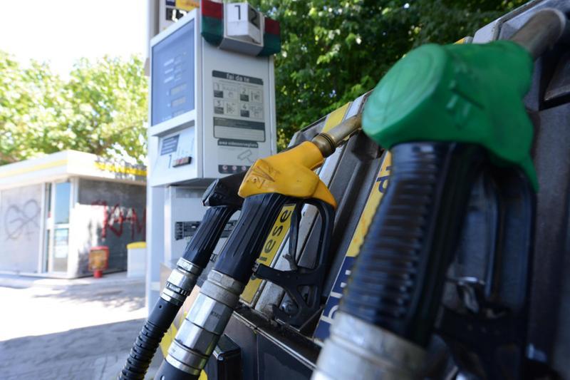Un distributore di benzina chiuso - Foto Ansa © www.giornaledibrescia.it