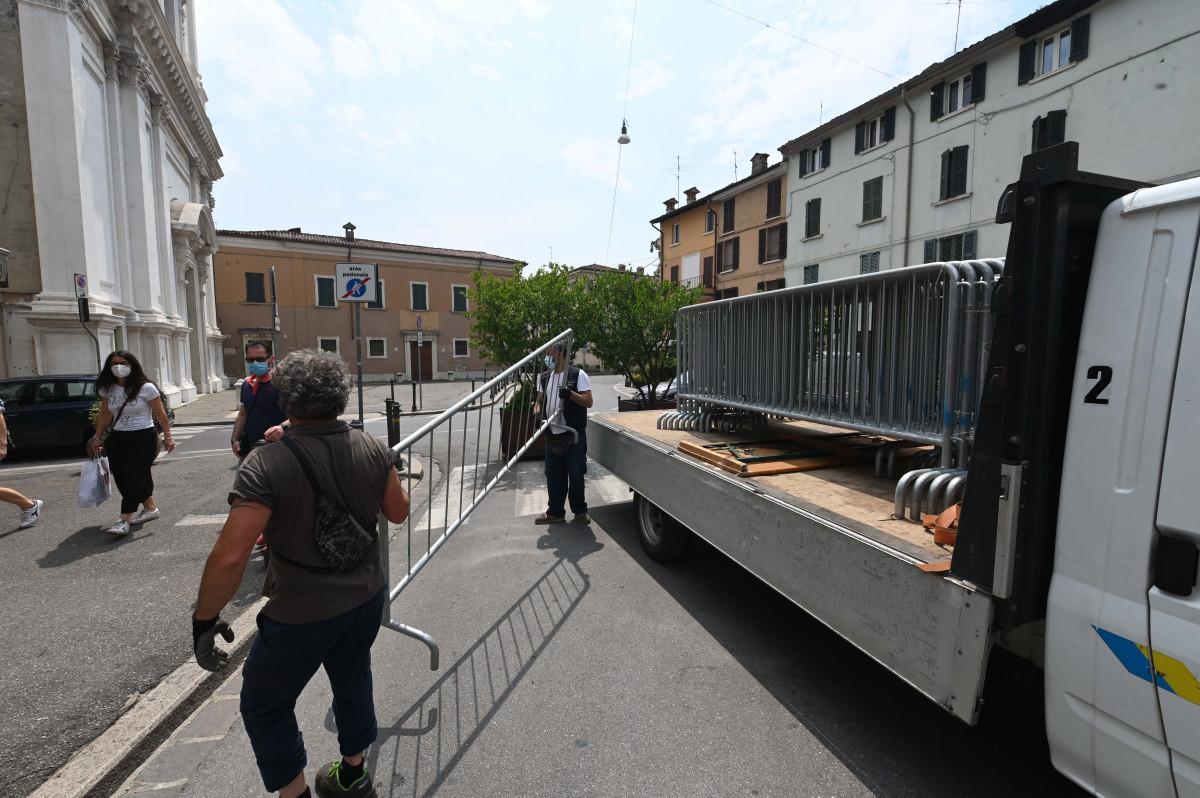 Movida in Piazzale Arnaldo, Del Bono: «Agenti aggrediti»