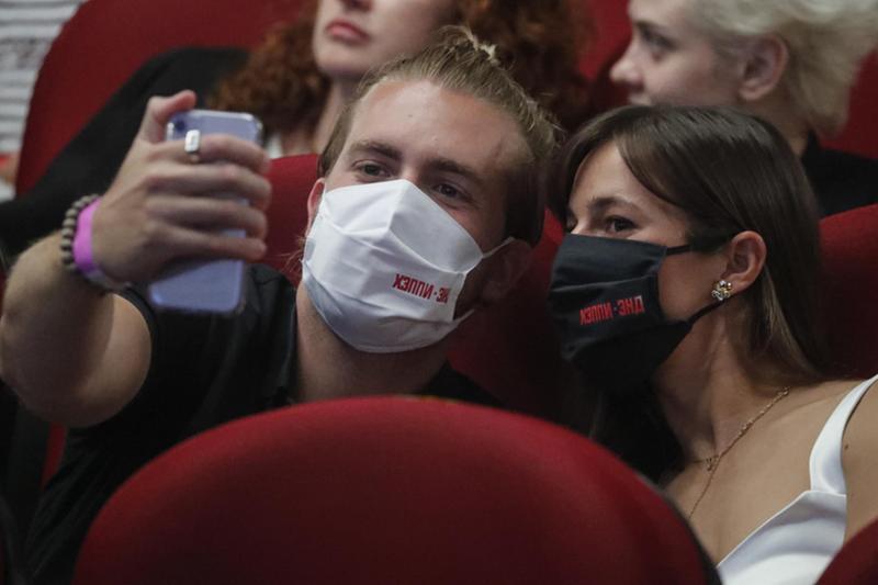 L'Oms ha lanciato la campagna social #maskchallenge - Foto Epa/Sergei Ilnitsky © www.giornaledibrescia.it