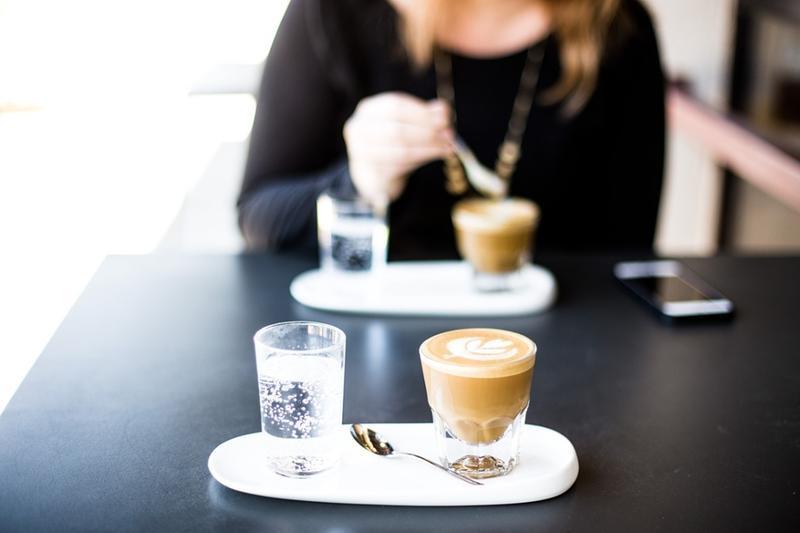Un caffé all'aperto: sarà possibile in zona gialla dopo il 26 aprile