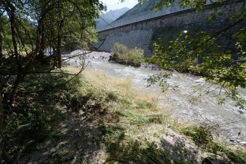Il luogo in cui è stato ritrovato il cadavere di una donna a Temù - Foto Marco Ortogni/Neg © www.giornaledibrescia.it