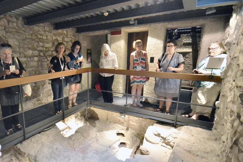 I resti archeologici nella «Light Box» sotto palazzo Martinengo - © www.giornaledibrescia.it