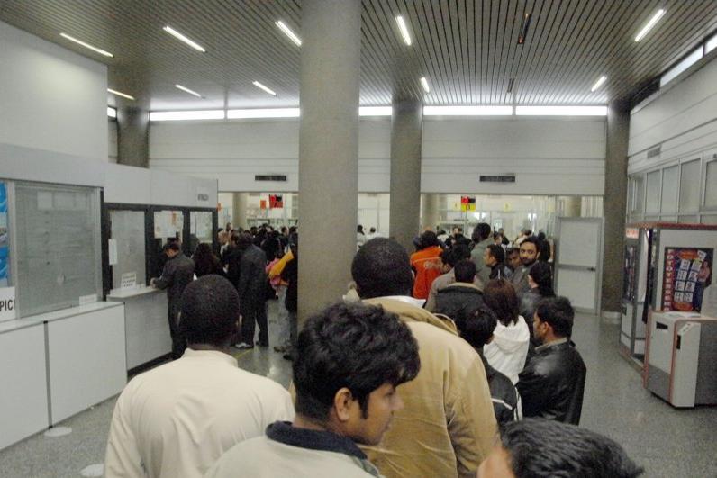 In questura l 39 acquisizione di impronte per gli stranieri e for Questura di cremona permesso di soggiorno