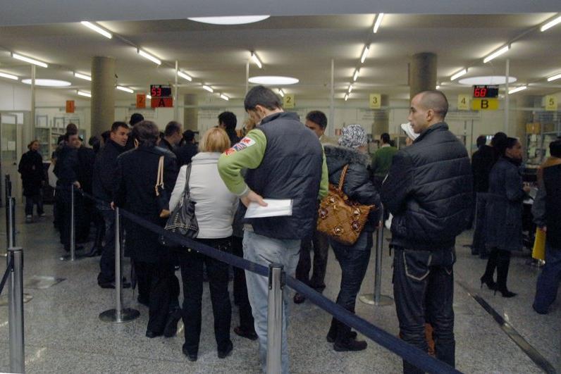 Questura: la lista di convocazione degli stranieri - Giornale di Brescia