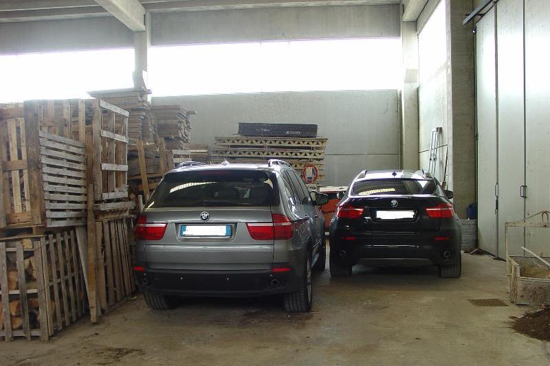 Ludriano nel capannone un garage di auto rubate for 10 piani di garage per auto