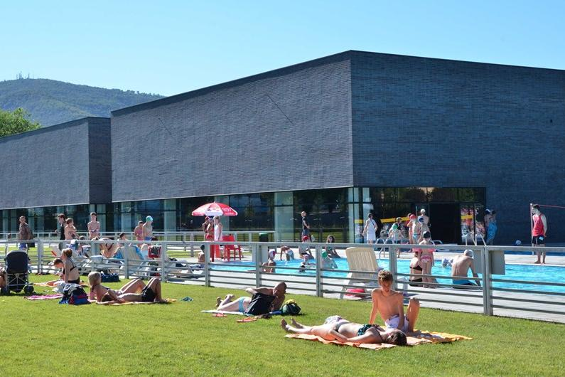 Sole e caldo riaprono i lidi estivi delle piscine - Piscina lamarmora ...