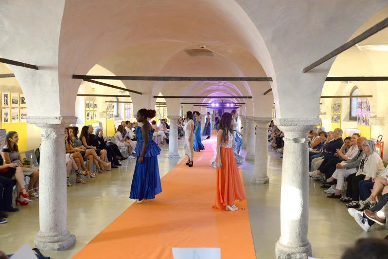 Al museo mille miglia sfilano moda e solidariet for Scuola di moda brescia